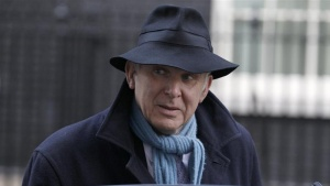 Britain's Business Secretary Vince Cable leaves after a cabinet meeting at number 10 Downing Street in London December 9, 2010.REUTERS/Stefan Wermuth