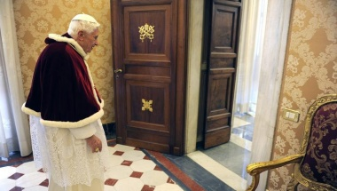 Pope Benedict XVI leaves a private audience with Romanian President Traian Basescu at the Vatican February 15, 2013. REUTERS/Maurizio Brambatti/Pool