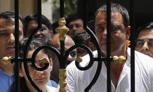 Bollywood actor Sanjay Dutt looks out from his house as he leaves to surrender at a court, in Mumbai May 16, 2013. REUTERS/Danish Siddiqui