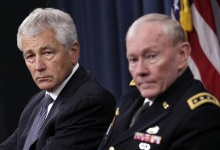 Secretary of Defense Chuck Hagel (L) and Joint Chiefs of Staff General Martin Dempsey hold a joint news conference at the Pentagon in Washington March 17, 2013.  REUTERS/Yuri Gripas 