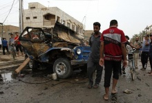 Residents gather at the site of a car bomb attack at the Kamaliya district in Baghdad May 20, 2013. REUTERS/Mohammed Ameen