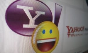 A Yahoo logo is displayed on a monitor in this photo illustration in Encinitas, California, April 16, 2013. REUTERS/Mike Blake/Files