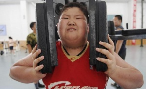 A boy exercises during a weight-losing summer camp in Shenyang, Liaoning province, August 3, 2009. REUTERS/Sheng Li