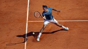 Roger Federer of Switzerland returns the ball to Lukas Rosol of the Czech Republic during the Monte Carlo Masters in Monaco April 17, 2014. REUTERS/Eric Gaillard