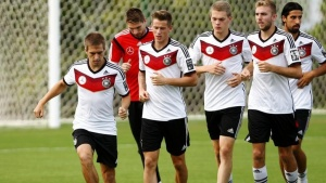 Germany's national soccer team player Philipp Lahm (L) and his teammates run during a training session in the village of Santo Andre north of Porto Seguro July 10, 2014.    REUTERS/Arnd Wiegmann