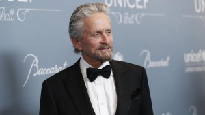 Actor Michael Douglas poses at the UNICEF Ball fundraising gala in Beverly Hills, California January 14, 2014.  REUTERS/Mario Anzuoni/Files