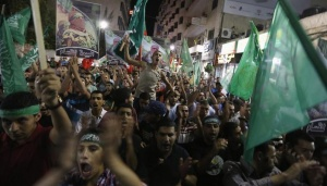 Palestinians celebrate what they said was a victory by Palestinians in Gaza over Israel following a ceasefire, in the West Bank city of Ramallah August 26, 2014. REUTERS/Mohamad Torokman