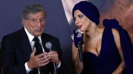 U.S. singers Lady Gaga and Tony Bennett speak during a news conference, ahead of their concert, in Brussels September 22, 2014.  REUTERS/Yves Herman