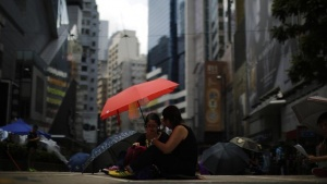 Protesters use umbrellas as they block an area near the government headquarters building in Hong Kong, October 1, 2014. REUTERS/Carlos Barria