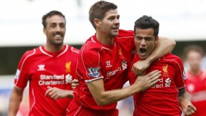 Liverpool's Philippe Coutinho (R) celebrates with Steven Gerrard after scoring during their English Premier League soccer match against Queens Park Rangers at Loftus Road in London October 19, 2014.      REUTERS/Eddie Keogh