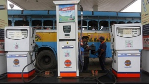 An employee fills diesel in a public bus at a fuel station in Kolkata August 13, 2012. REUTERS/Rupak De Chowdhuri