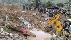 Rescue teams from the Sri Lankan military engage in rescue operation work at the site of a landslide at the Koslanda tea plantation in Badulla October 29, 2014. REUTERS/Stringer