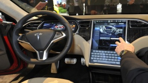 View of the interior of the Tesla Model S at the North American International Auto Show in Detroit, Michigan January 15, 2013. REUTERS/James Fassinger (UNITED STATES  - Tags: TRANSPORT BUSINESS)   - RTR3CHO8