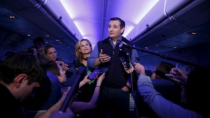 U.S. Republican presidential candidate Ted Cruz and his wife Heidi speak to the press aboard a plane en route to a campaign event in Piedmont, South Carolina, February 2, 2016. REUTERS/Eric Thayer