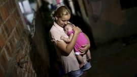 Gleyse Kelly da Silva embraces her daughter Maria Giovanna, who has microcephaly, in Recife, Brazil, January 25, 2016.  REUTERS/Ueslei Marcelino