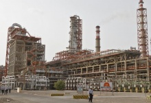 Workers walk inside the complex of the Vadinar refinery, operated by Essar Oil Ltd., (EOL) in Gujarat June 5, 2012. REUTERS/Amit Dave/Files
