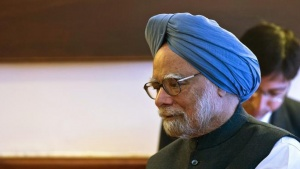 Former PM Manmohan Singh talks to Lesotho's Prime Minister Tom Thabane (not pictured) during a meeting in New Delhi March 11, 2014.  REUTERS/Prakash Singh/Pool/Files
