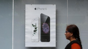 A pedestrian walks past an Apple iPhone 6 advertisement at an electronics store in Mumbai, India, July 24, 2015. REUTERS/Shailesh Andrade/File Photo