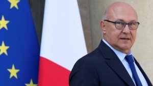 French Finance Minister Michel Sapin leaves the Elysee Palace following the weekly cabinet meeting in Paris, France September 10, 2014. REUTERS/Philippe Wojazer/File Photo