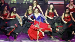 FILE PHOTO: Bollywood actress Madhuri Dixit (C) performs at the 14th annual International Indian Film Academy (IIFA) awards show in Macau July 6, 2013. REUTERS/Tyrone Siu