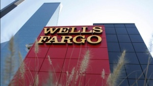 A Wells Fargo bank is pictured in Dallas, Texas October 9, 2008. REUTERS/Jessica Rinaldi (