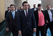 Puerto Rico's Governor Ricardo Rossello (C) arrives with Elias Sanchez (L) and Ana Matosantos (pink blouse) of Puerto Rico's fiscal control board for a meeting of the Financial Oversight and Management Board at the Convention Center in San Juan, Puerto Rico March 31, 2017. Picture taken March 31, 2017. REUTERS/Alvin Baez