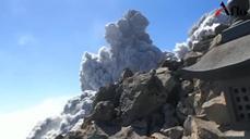 Hiker in Japan films harrowing escape from volcano