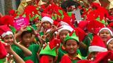 「クリスマスの妖精」がバンコク集結、ギネス世界記録を更新(字幕・26日)