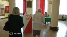 Polish voters head to polls to pick a president
