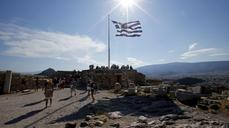 Greek crisis strikes tourism season