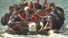 Migrants in Turkey board dinghy for Greece