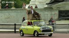 Mr Bean seeks The Queen at Buckingham birthday