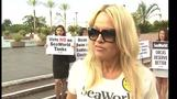 Pamela Anderson leads SeaWorld protest
