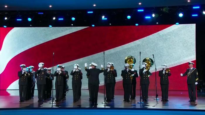 トランプ米新大統領、メラニアさんとダンスを披露(21日)