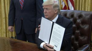 Trump signs order withdrawing U.S. from TPP deal