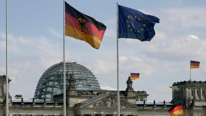 Germans to vote against a backdrop of division
