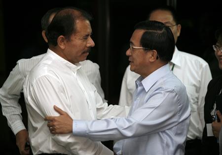 Nicaragua's President-elect Daniel Ortega (L) greets Taiwan's President Chen Shui-bian during a meeting in Managua January 9, 2007. REUTERS/Daniel LeClair