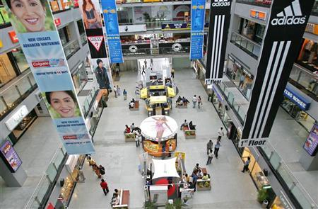 Shoppers inside a shopping mall in the northern Indian state of Haryana, July 28, 2005. Since 1991, India has gradually opened its economy to more competition and encouraged freer international trade. Signs of its rapid growth are visible on India's streets from new cars to new houses. Airport lounges teem with a new middle class and mobile phones are ubiquitous in cities. REUTERS/Adnan Abidi