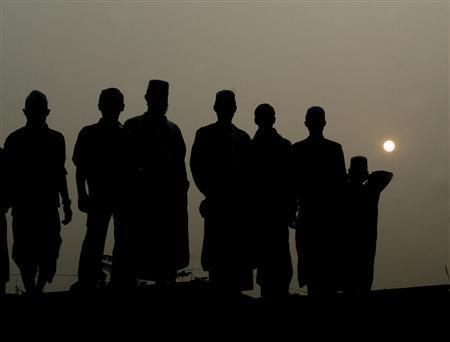 Devotees gathered during sunset on the bank of the river Turag at Tongi near Dhaka, February 1, 2007, to participate in the 'Biswa Ijtema', the second biggest Islamic congregation after the Haj in Mecca. REUTERS/Ashikur Rahman