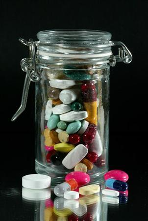 Assorted pills are seen in a file photo. Unintentional deaths due to drug poisoning -- primarily with prescription drugs -- increased by 68 percent between 1999 and 2004, and is second only to motor vehicle crashes as a cause of death from unintentional injury in the US, investigators at the Centers for Disease Control and Prevention report. REUTERS/Jacky Naegelen