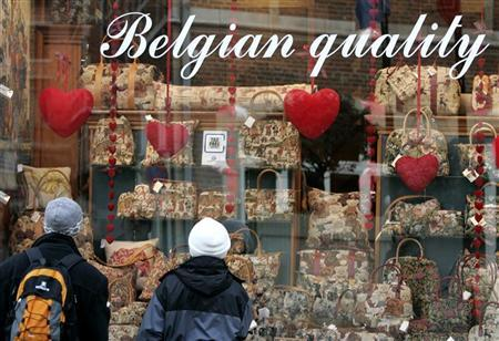 A couple look at a shop decorated with red hearts near Brussels' Grand Place ahead of Valentine's Day, February 12, 2007. REUTERS/Francois Lenoir