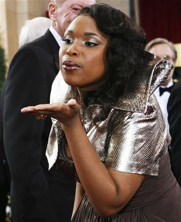Nominee Jennifer Hudson of ''Dreamgirls'', nominated for performance by an actress in a supporting role, blows a kiss on the red carpet at the 79th Annual Academy Awards in Hollywood, February 25, 2007. REUTERS/Mario Anzuoni