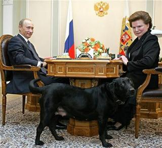 Ο Πούτιν με τον σκύλο του υποδέχτηκε κοσμοναύτη...