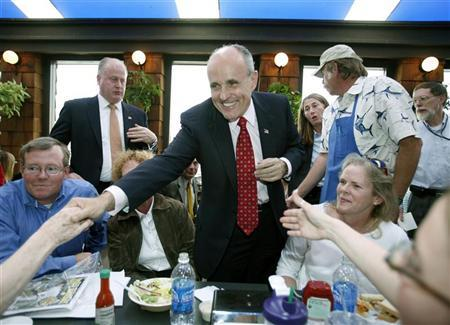 Former New York Mayor Rudolph Giuliani greets people enjoying lunch at Point Loma Seafoods during a vist to San Diego, March 6, 2007. REUTERS/Mike Blake