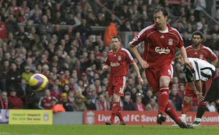 Liverpool striker Robbie Fowler scores his second goal from the penalty spot against Sheffield United during their Premier League match at Anfield on February 24, 2007. The Football League is to consider settling drawn matches with penalty shoot-outs. NO ONLINE/INTERNET USE WITHOUT A LICENCE FROM THE FOOTBALL DATA CO LTD.FOR LICENCE ENQUIRIES PLEASE TELEPHONE +44 (0) 207 864 9000. REUTERS/Nigel Roddis