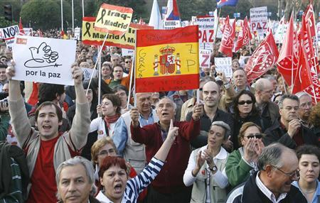 Protesters carry placards and shout slogans during an anti-war protest, ahead of the fourth anniversary of the war in Iraq, in Madrid March 17, 2007. The placards read ''For Peace'' and ''Spain and its symbols belong to everybody. Thanks ZP (Zapatero)''. REUTERS/Andrea Comas