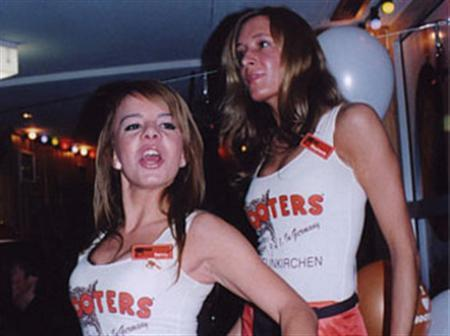 Waitresses at a Hooters restaurant in Neunkirchen, Germany, November 18, 2005. U.S. restaurant chain Hooters, known for waitresses in low-cut blouses and short skirts, will open its first branch in Israel this summer, in the Mediterranean seaside city of Tel Aviv. REUTERS/Hooters of America/Handout