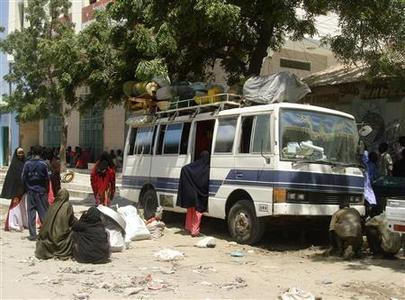 Veiled women board a bus with their belongings as they flee from fighting in Mogadishu March 22, 2007. REUTERS/Shabelle Media