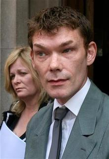 Gary McKinnon leaves Bow Street magistrates court in London, May 10, 2006. McKinnon, a British computer expert accused by Washington of the ''biggest military hack of all time'', lost an appeal on Tuesday against plans to extradite him to the United States to stand trial. REUTERS/Kieran Doherty