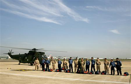 The 15 British military personnel freed by Iran are seen on the tarmac at Heathrow airport in London April 5, 2007. The 15 British military personnel freed by Iran after a two-week diplomatic stand-off arrived back in England on Thursday to cheers and to questions about the incident and its implications. REUTERS/Alessia Pierdomenico